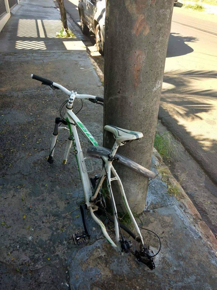 Câmeras registram ladrão furtando rodas de bicicleta na Padre Teixeira -