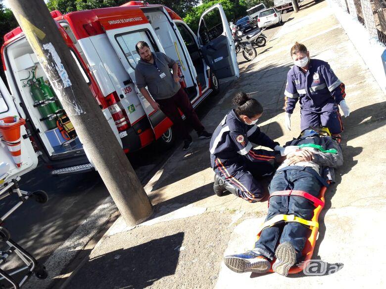Pedestre é atropelado por moto na avenida Grécia - Crédito: Maycon Maximino