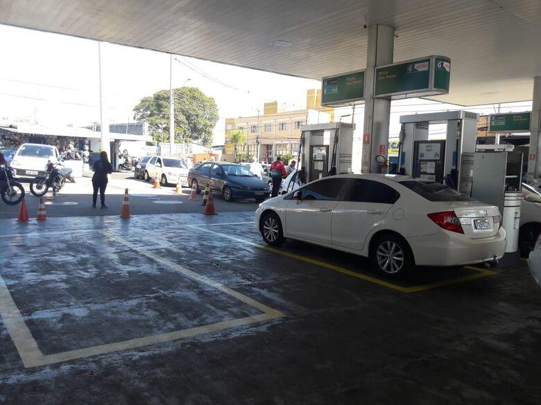 Mais postos são abastecidos em São Carlos - Crédito: Maycon Maximino