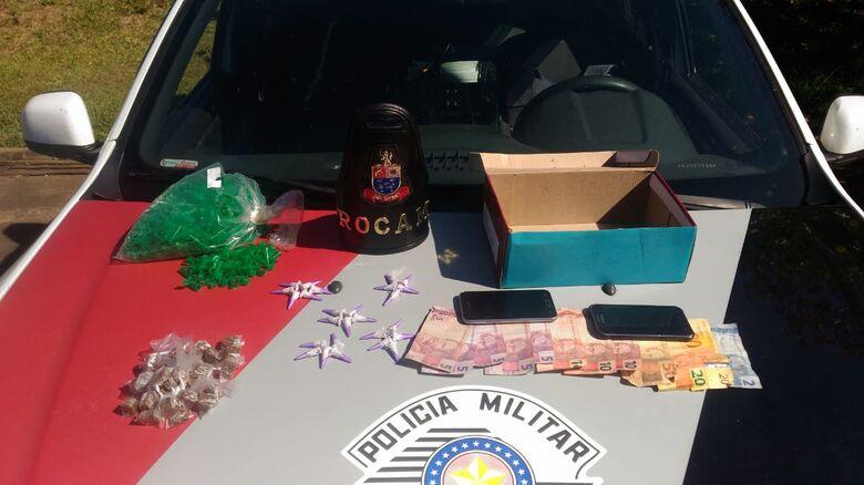 A droga apreendida pela PM em quintal de bar no Antenor - Crédito: Marco Lúcio