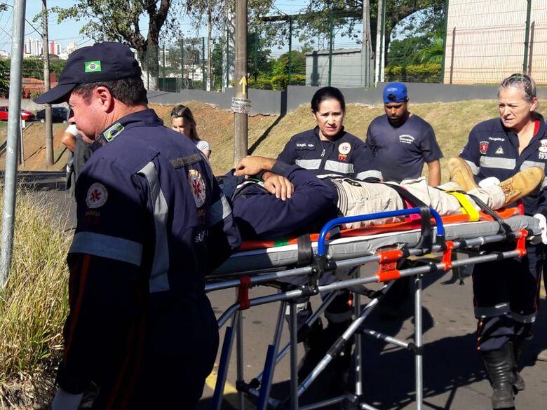 Motociclista, com ferimentos, foi socorrido pelo Samu - Crédito: Maycon Maximino