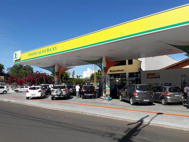 Abastecimento de postos em São Carlos pode ser normalizado nas próximas 48 horas - Crédito: Maycon Maximino