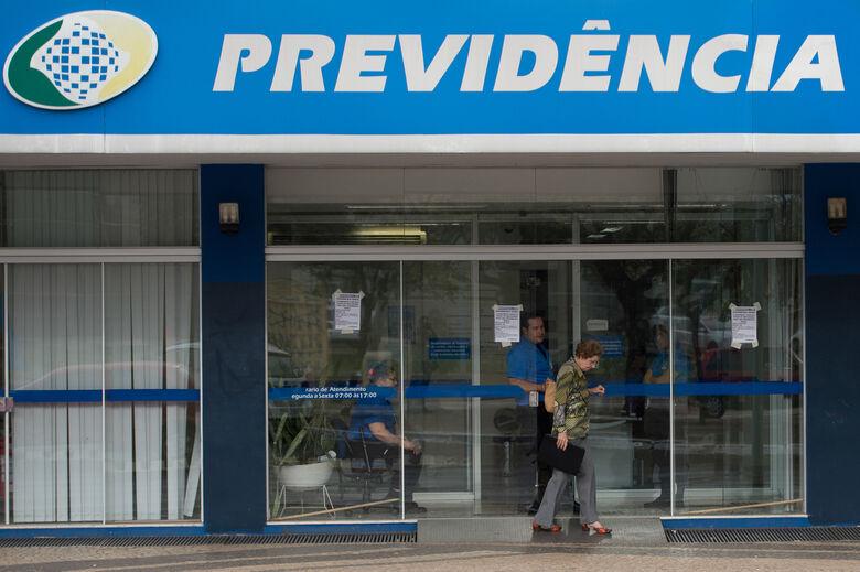 Agora, o segurado deverá acessar o Meu INSS ou ligar para o 135 e, em vez de agendar uma data para ser atendido, receberá direto o número do protocolo de requerimento, eliminando a etapa do agendamento - Crédito: Agência Brasil