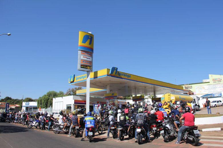 Acaba gasolina de posto na marginal - Crédito: Maycon Maximino