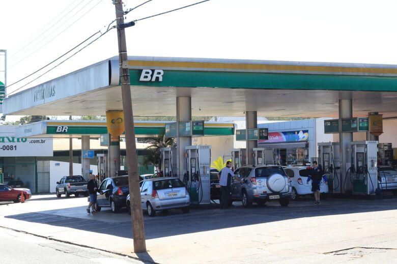 Abastecimento vai se normalizando em São Carlos - Crédito: Marco Lúcio