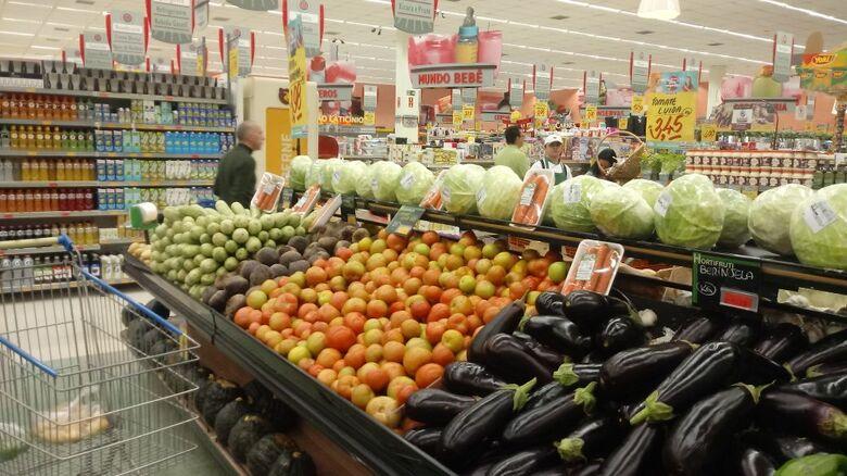 Alimentos perecíveis devem faltar no final de semana em São Carlos; pelo menos nos supermercados - Crédito: Marcos Escrivani