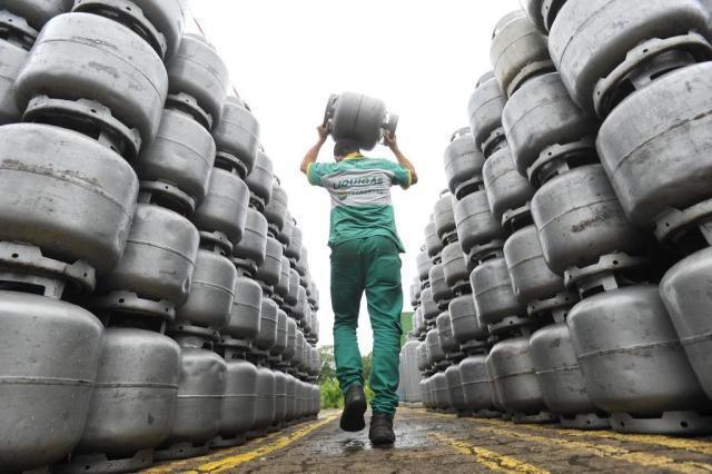 São Carlos sofre a escassez de botijões de gás residencial - Crédito: Agência Brasil