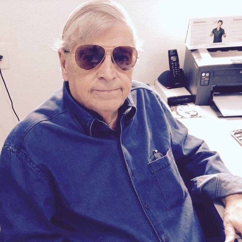 Radialista Antonio Walter que foi atropelado por uma moto segue internado -