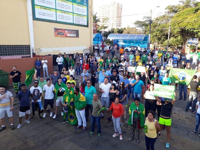 Manifesto por um Brasil melhor reúne são-carlenses no Centro - Crédito: Marco Lúcio