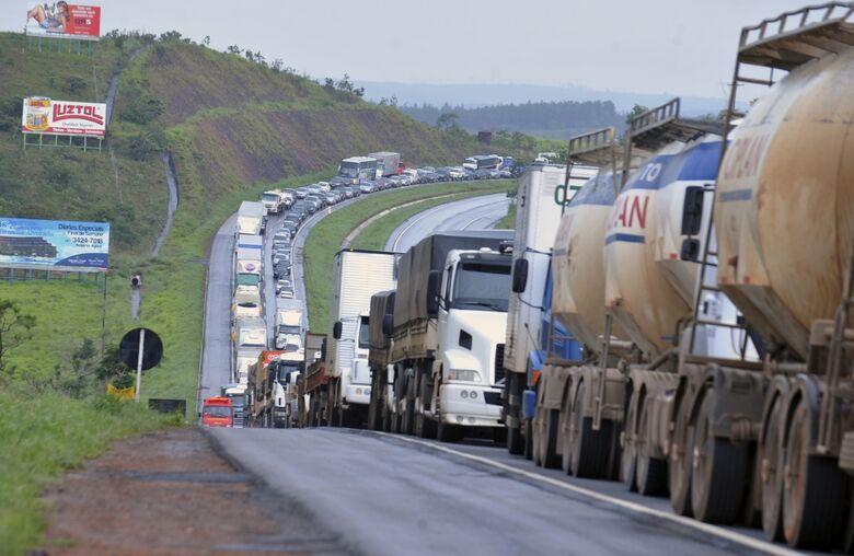 A última vez que os caminhoneiros promoveram protestos em âmbito nacional ocorreu no início de 2015 - Crédito: Agência Brasil