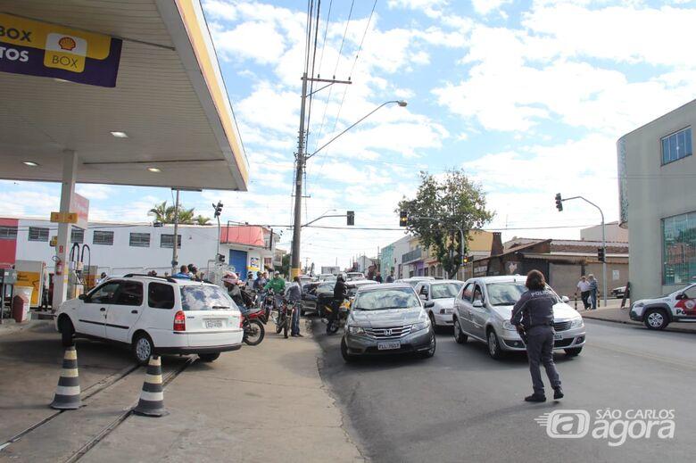 Filas se formam em posto de combustíveis - Crédito: Maycon Maximino