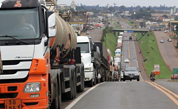Caminhoneiros iniciam greve nesta segunda; rodovias de S. Paulo foram bloqueadas - Crédito: Fotos Públicas