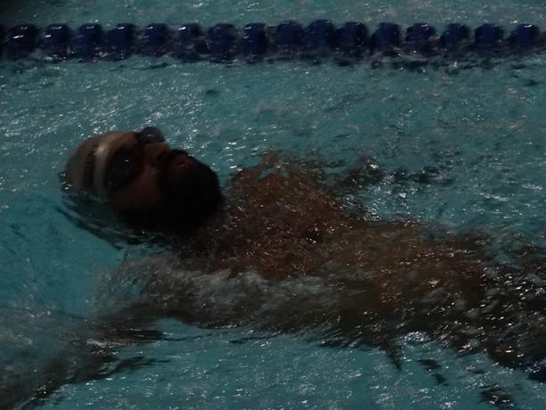 Elton tem hoje cinco títulos de campeão brasileiro de natação na categoria S3 - Crédito: Marcos Escrivani