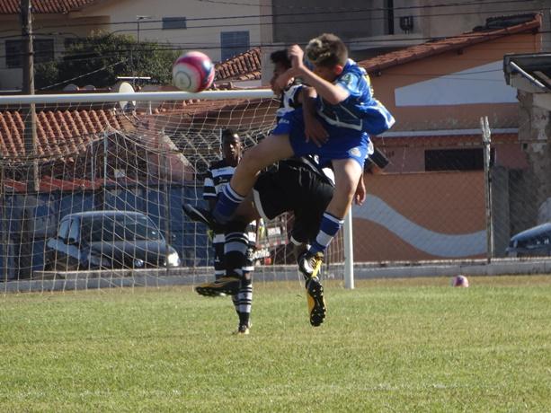 Após um primeiro tempo muito disputado, o São Carlos empatou com o XV no Luisão - Crédito: Marcos Escrivani