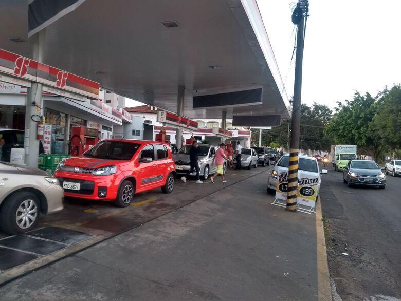 Postos da rede Sewal em São Carlos são abastecidos com gasolina - Crédito: Colaborador