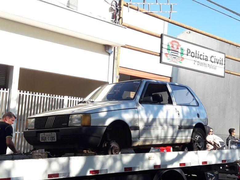 Uno estava sem rodas, bateria, estepe e cadeirinha de criança - Crédito: Maycon Maximino
