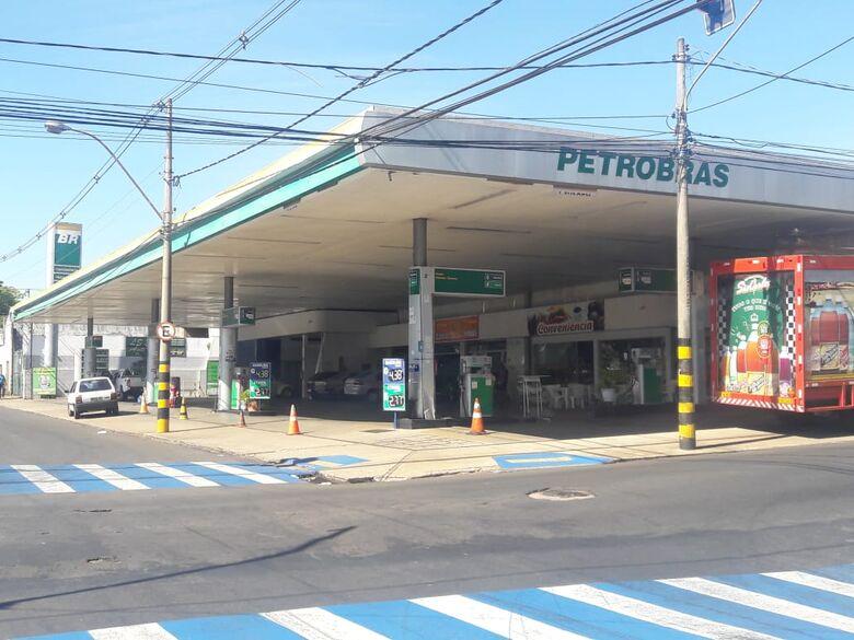 Postos fecham por falta de combustível em São Carlos - Crédito: Maycon Maximino