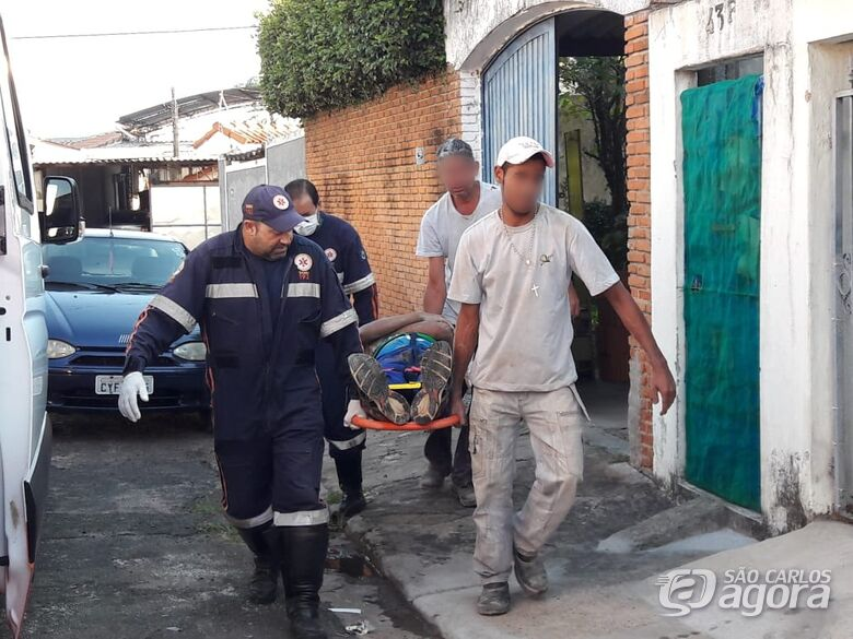 Ajudante de pedreiro sofre queda na Vila Brasília - Crédito: Maycon Maximino