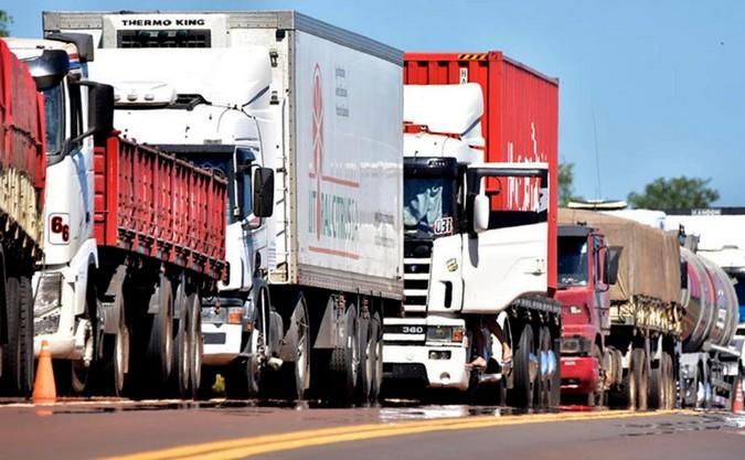 São Carlos adere a greve dos caminhoneiros -