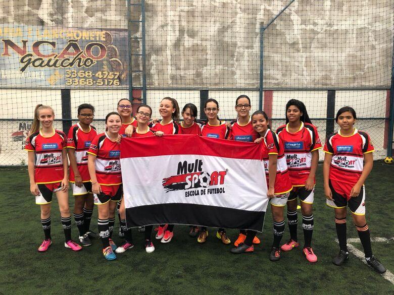 Equipe da Mult Sport em ação: um bom jogo amistoso - Crédito: Divulgação