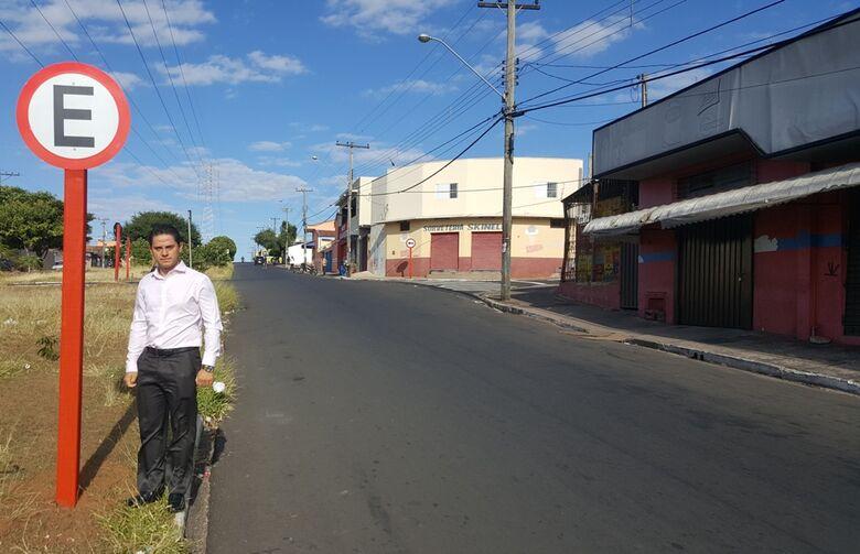 Paraná conquista regulamentação de estacionamento paralelo ao canteiro central da avenida Regit Arab - Crédito: Divulgação