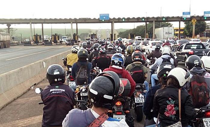 Motociclistas realizam buzinaço contra cobrança de pedágio na região - Crédito: Divulgação