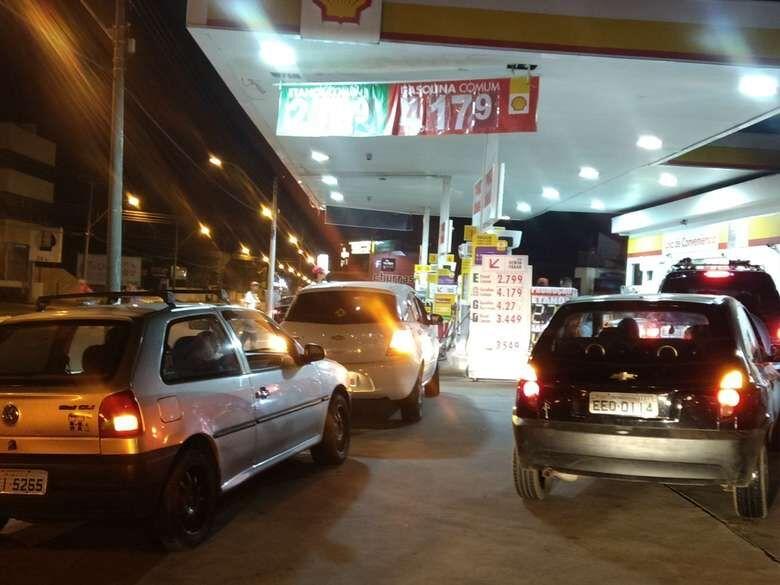 Mais de 100 motoristas são aguardados para novo protesto em posto de combustíveis - Crédito: Luciano Lopes