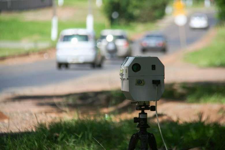 Confira a localização dos radares móveis e das equipes de tapa-buraco nesta terça-feira -