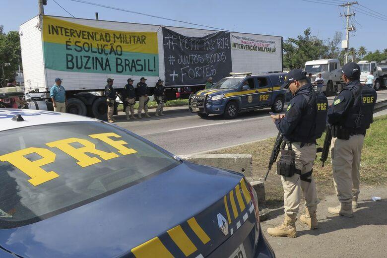 Caminhoneiros mantêm paralisação pelo 8º dia apesar de concessões do governo - Crédito: Vladimir Platonow/Reuters