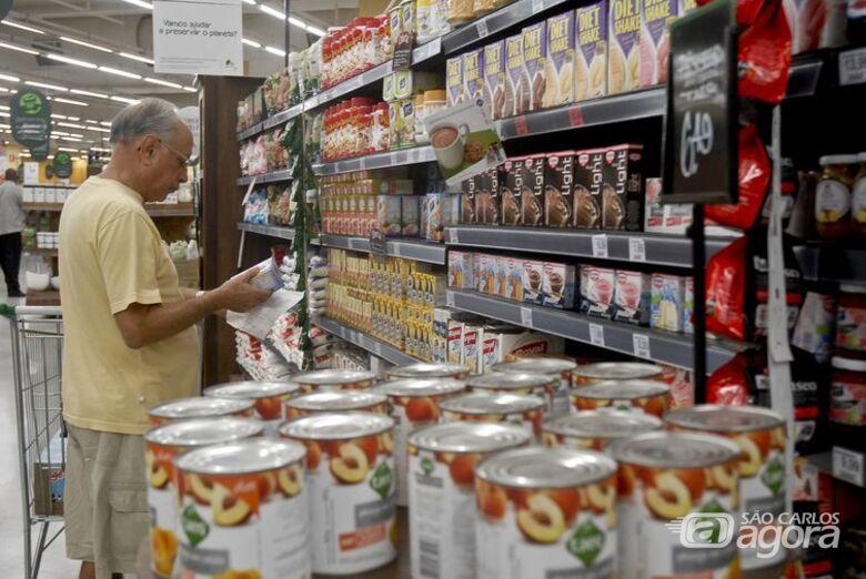 No Brasil, a discussão sobre um novo modelo de rotulagem está sendo conduzida pela Agência Nacional de Vigilância Sanitária - Crédito: Agência Brasil