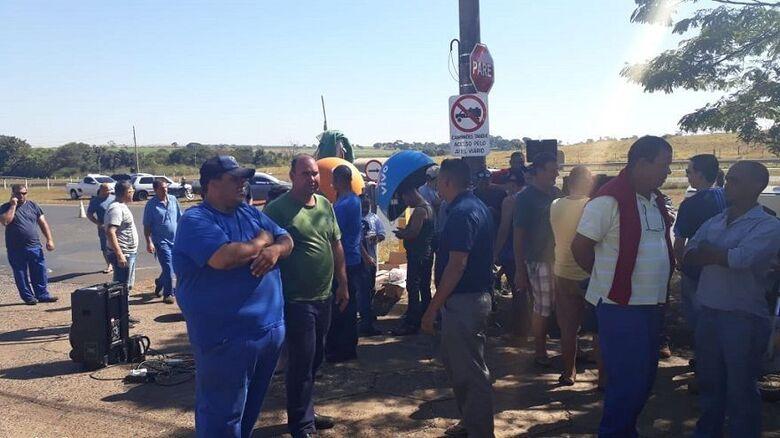 Caminhoneiros 'liberam' Terminal do Petróleo em Ribeirão Preto - Crédito: Divulgação