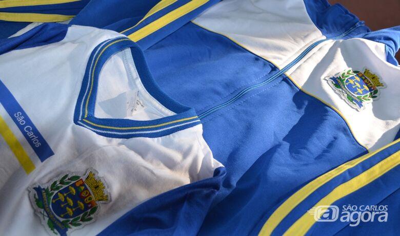 Prefeitura inicia entregue de uniformes escolares para 15 mil alunos da rede municipal -