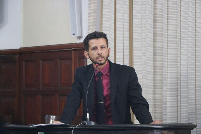 Vereador Elton, autor da proposta para realizar audiência pública sobre atendimento multidisciplinar de saúde - Crédito: Divulgação