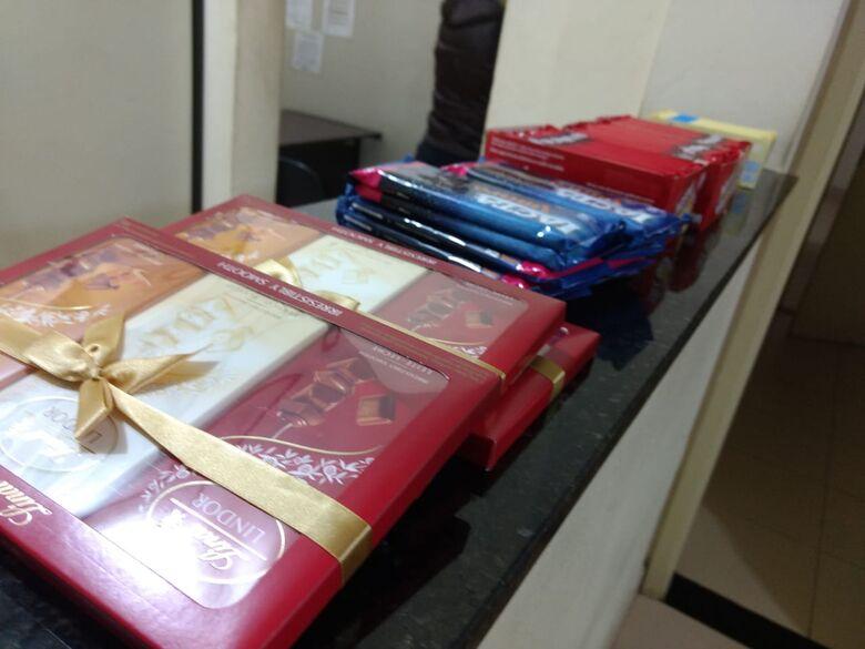 Homem é detido após furtar várias barras de chocolate em hipermercado - Crédito: Luciano Lopes