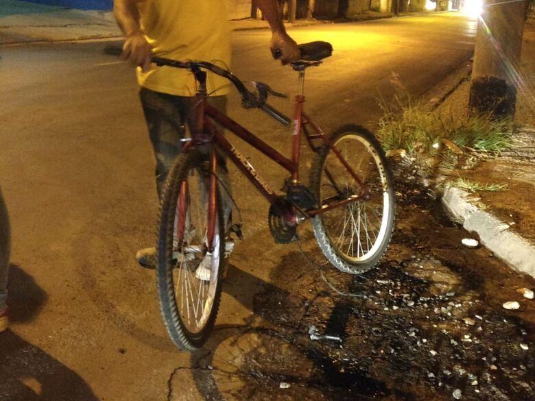 Ciclista fica ferido após ser atingido por carro na Capitão Luís Brandão - Crédito: Luciano Lopes