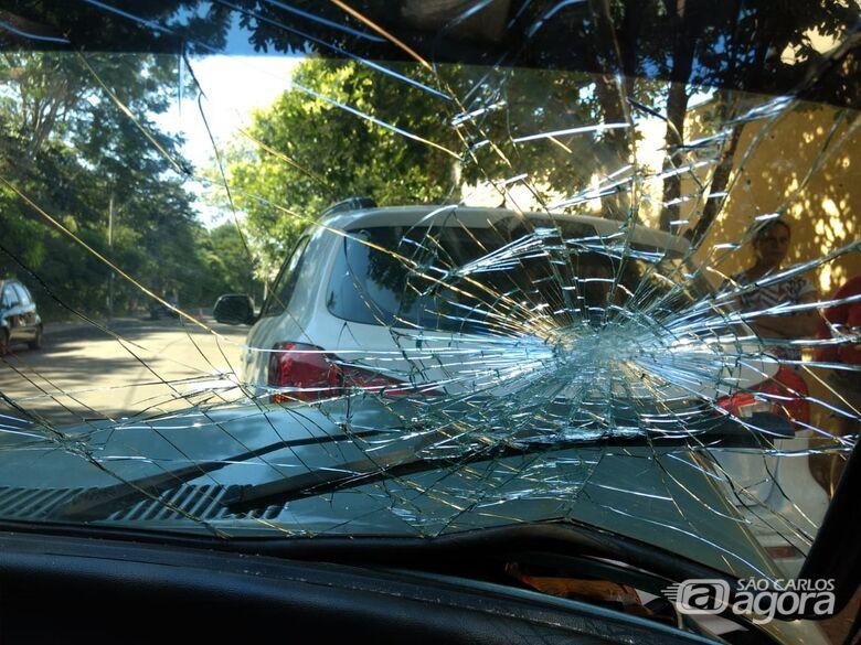 Garoto de 12 anos fica ferido após colisão entre dois carros no Jardim Acapulco - Crédito: Luciano Lopes