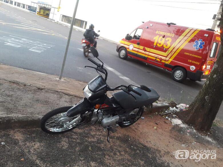 Jovem fica ferido em acidente de moto próximo a Praça Itália -