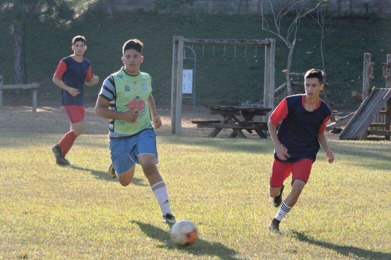 Atletas de São Carlos e região foram observados pela comissão técnica gremista - Crédito: Gustavo Curvelo/Divulgação