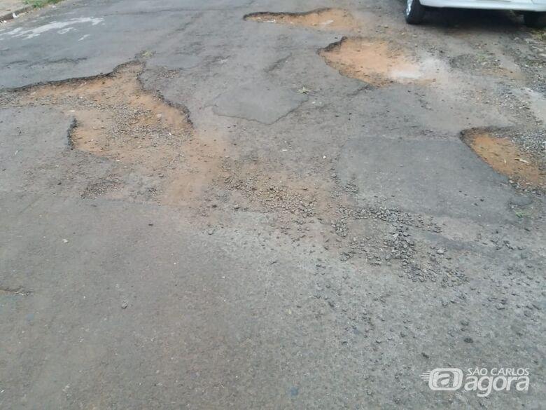 Rua dos Inconfidentes é um mar de buracos, disse morador - Crédito: Divulgação