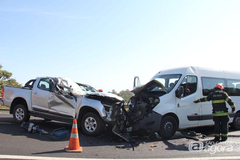 Morre uma das vítimas de acidente com van na SP-215 - Crédito: Maycon Maximino