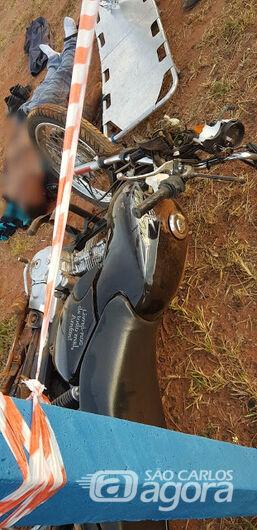 Motociclista perde a vida após bater em placa de sinalização - Crédito: Araraquara 24 Horas