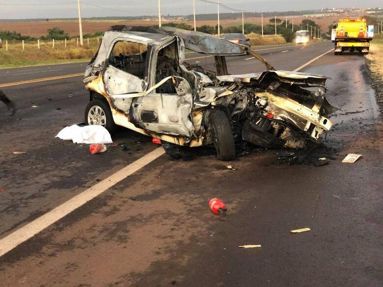 Rapaz morre em violento acidente na SP-255 -