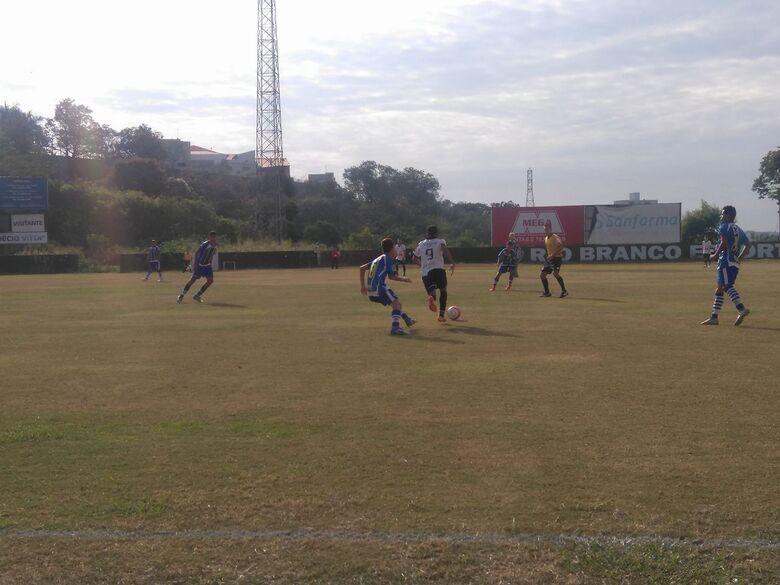 São Carlos vence a primeira no sub17 e perde no sub15 - Crédito: Rovanir Frias/SCFC