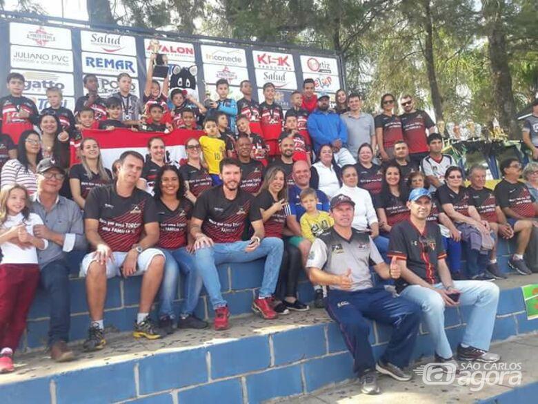 Em Porto Ferreira, festa dos atletas e dos pais com a conquista da taça pelo time sub10 - Crédito: Divulgação