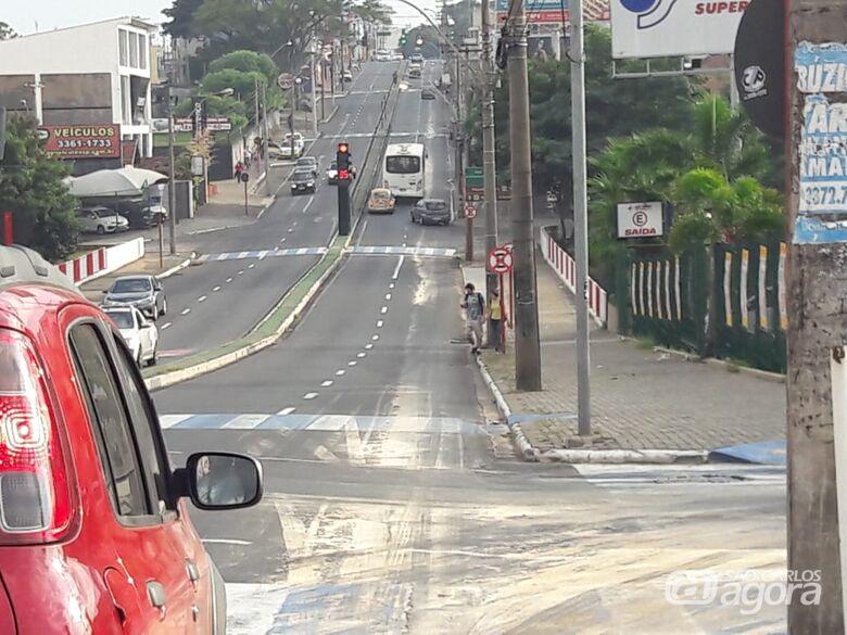Ciclista foi socorrido com dores pelo corpo e encaminhado à Santa Casa - Crédito: Maycon Maximino