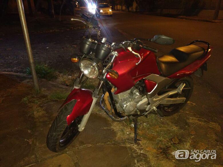 Motociclista fica gravemente ferido após colidir em muro de antigo hotel - Crédito: Luciano Lopes