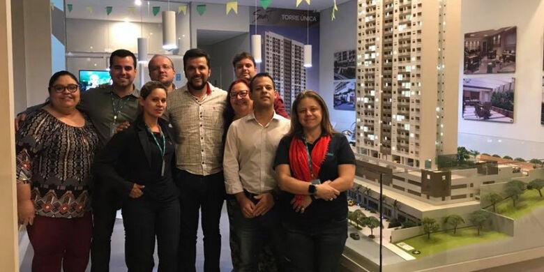 Rodson congratula-se com os empreendedores da RNI Smart São Carlos - Crédito: Divulgação