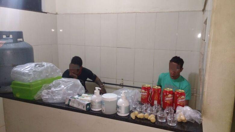 Ladrões arrombam empresa, furtam e são detidos no centro - Crédito: Divulgação