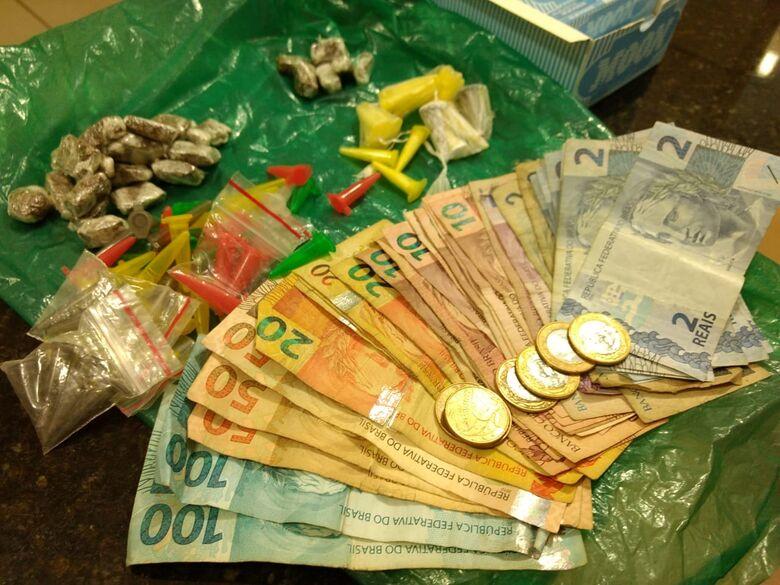 Jovem dispensa drogas ao avistar viatura da PM em Ibaté - Crédito: São Carlos Agora