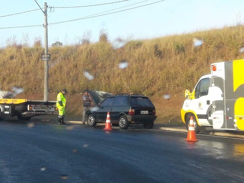 Pane elétrica causou princípio de incêndio em carro - Crédito: Maycon Maximino